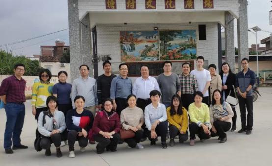 省地方志办党组成员、副主任丘洪松带队到对口帮扶村慰问420.png