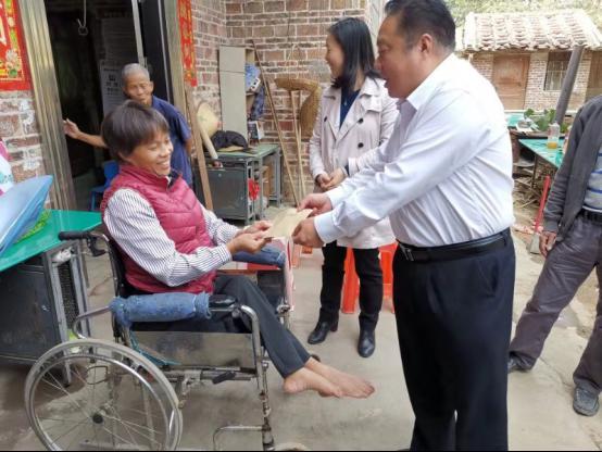 省地方志办党组成员、副主任丘洪松带队到对口帮扶村慰问450.png