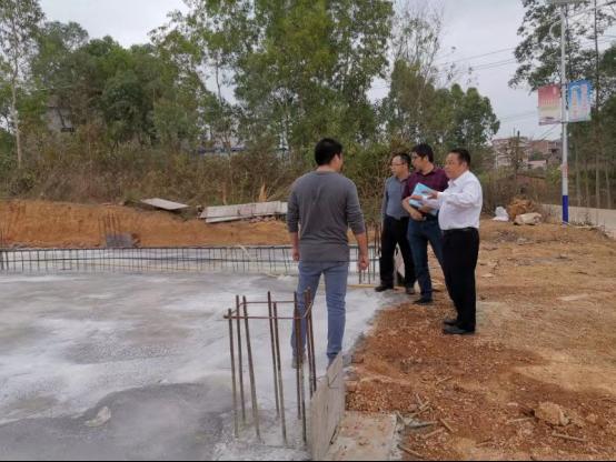 省地方志办党组成员、副主任丘洪松带队到对口帮扶村慰问458.png