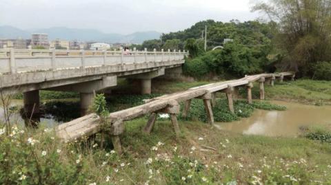 仙庵镇东铺村石鸟桥.png